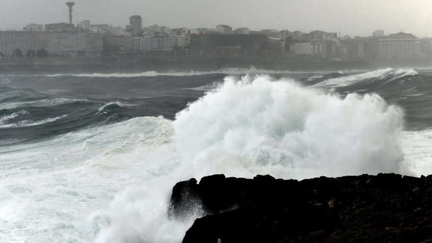 La borrasca 'Bella' deja rachas de viento de fuerza 7 y 8 en el mar y olas de más de 8 metros