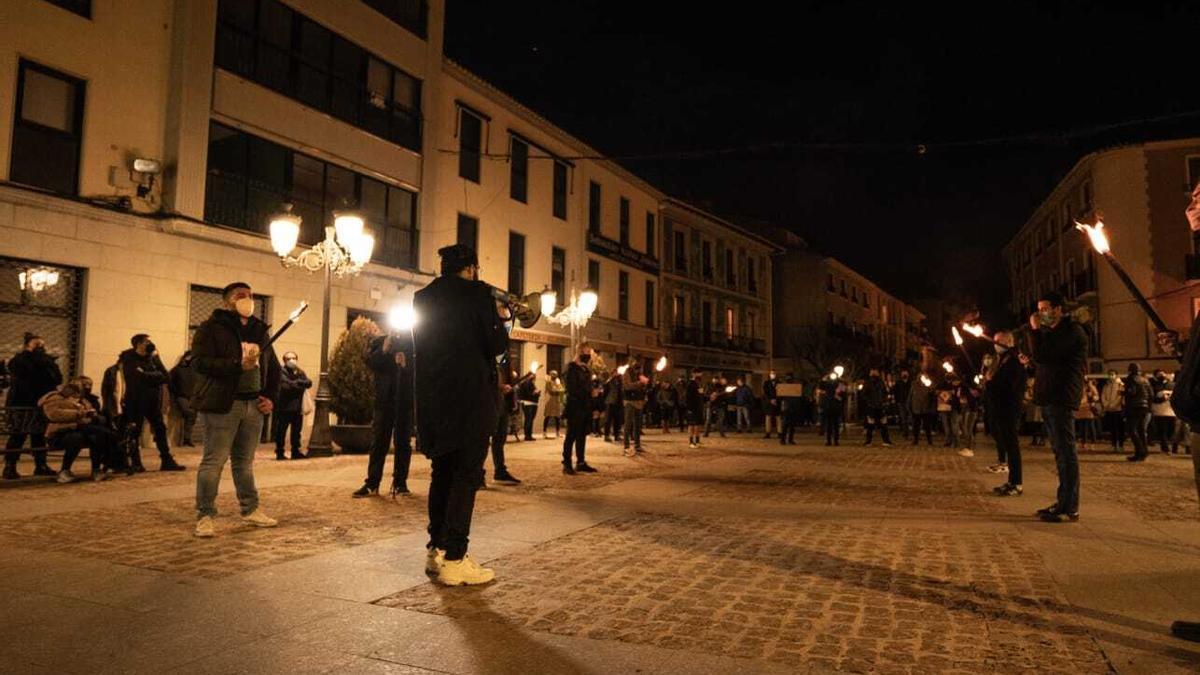 Un momento de la protesta contra el cierre de la hostelería realizada ayer en Elda.