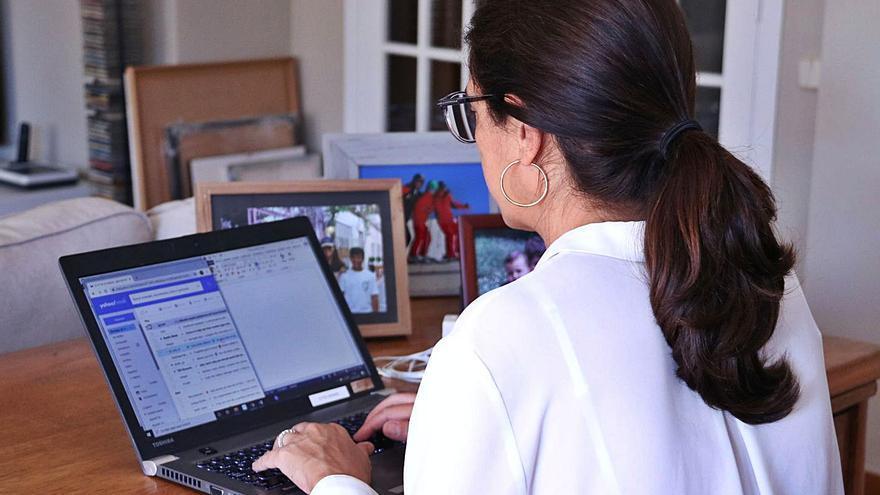 La COVID penalitza el creixement de la dona al mercat laboral