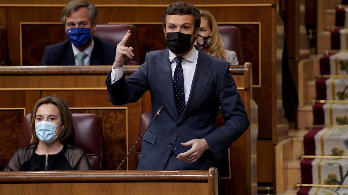 """Casado acusa a Sánchez de ser """"gafe"""" con las vacunas y gobernar con """"chulería"""""""
