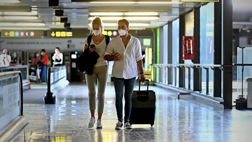 La pandemia de coronavirus vuelve a hundir la demanda aérea un 70% en octubre