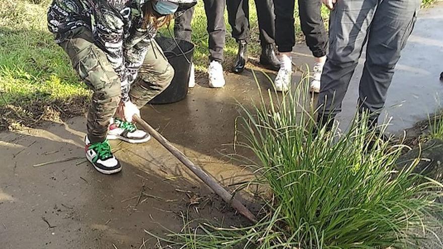 Alumnos del IES As Bizocas y comuneros de San Vicente vuelven a combatir juntos