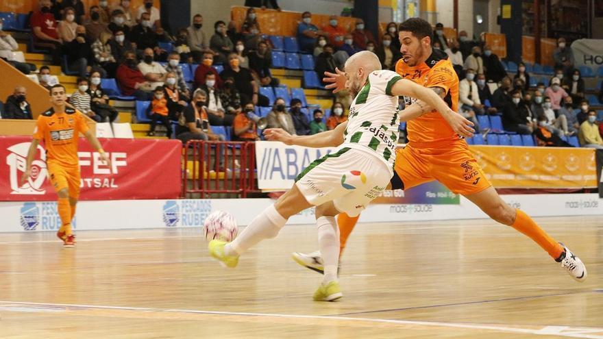 El Córdoba Futsal cumple su misión en Burela