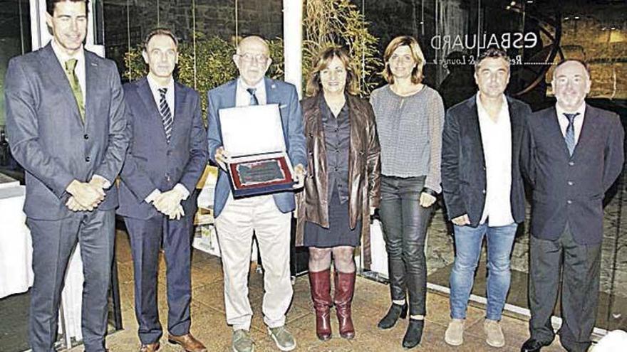 Mateo Cañellas recibió la Placa Juan Sastre en un emotivo acto