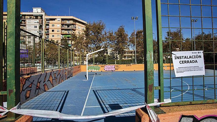 Aplazan oposiciones y cierran instalaciones deportivas
