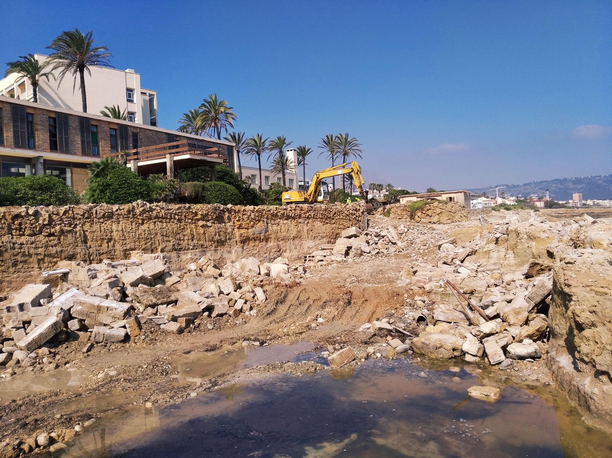 Cuando se retiren todos los cascotes, los vecinos podrán disfrutar tras 60 años de esta costa pública