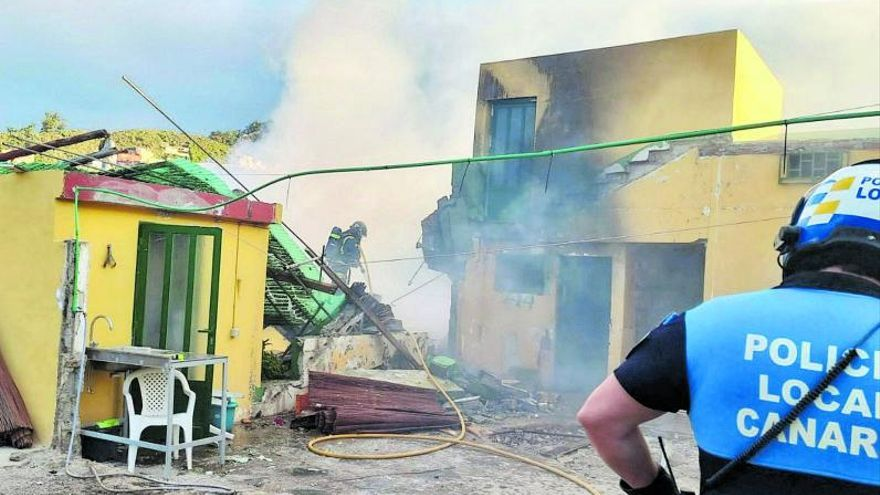 Una explosión de gas sin víctimas destruye una vivienda de La Laguna