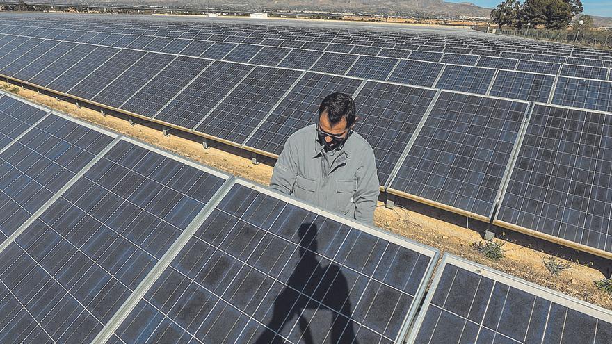 La Vall pone coto durante un año  a crear megaplantas fotovoltaicas