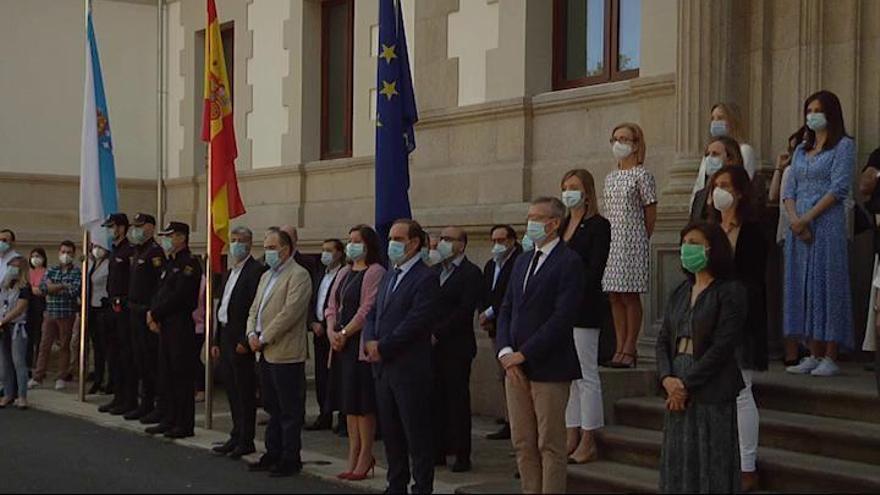 Minuto de silencio en la sede de la Xunta de Galicia por las víctimas de la epidemia de coronavirus