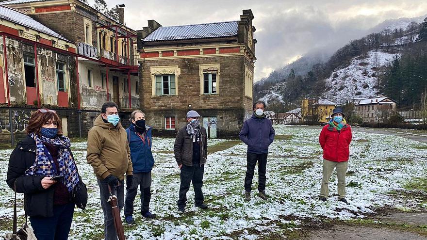 """El deterioro de una joya patrimonial: Los expertos exigen una intervención """"urgente"""" en el sanatorio de Bustiello"""