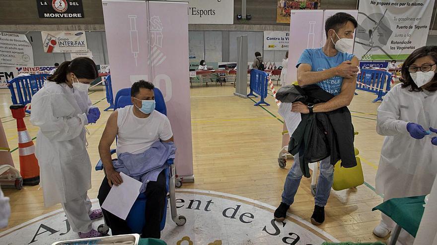 Ágil inicio de la vacunación masiva a docentes en Sagunt