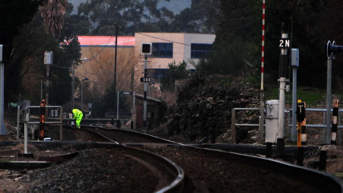 La joven recibió el golpe mortal cerca del paso a nivel de Cedonosa, a escasos metros del apeadero de ferrocarril de Catoira.