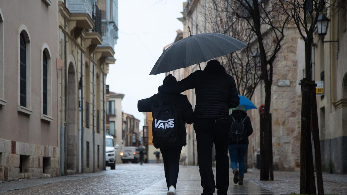 El día termina con lluvias ligeras en la capital