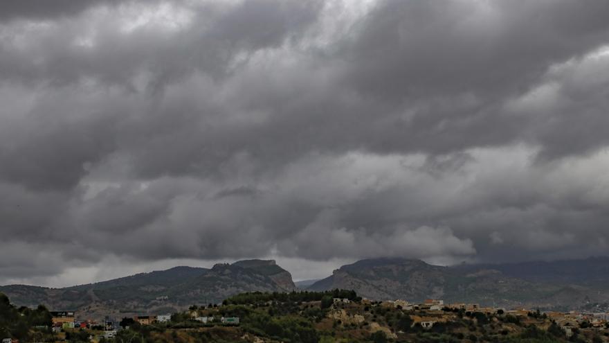 Alerta naranja en Alicante por fuertes lluvias y tormentas este lunes