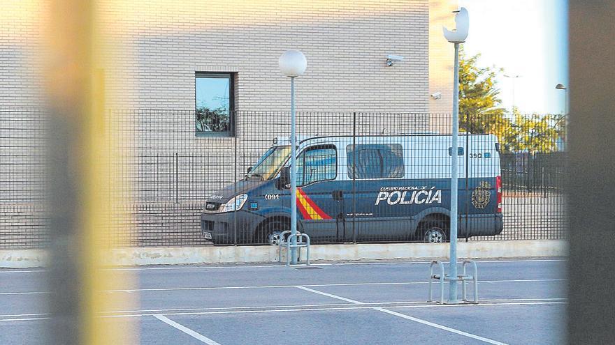 Piden 7 años por apuñalar a su exmujer a la salida de un colegio de Castelló