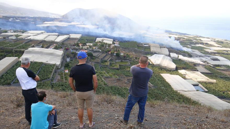 La colada norte del volcán de La Palma sepulta dos barrios y está a punto de crear una nueva fajana