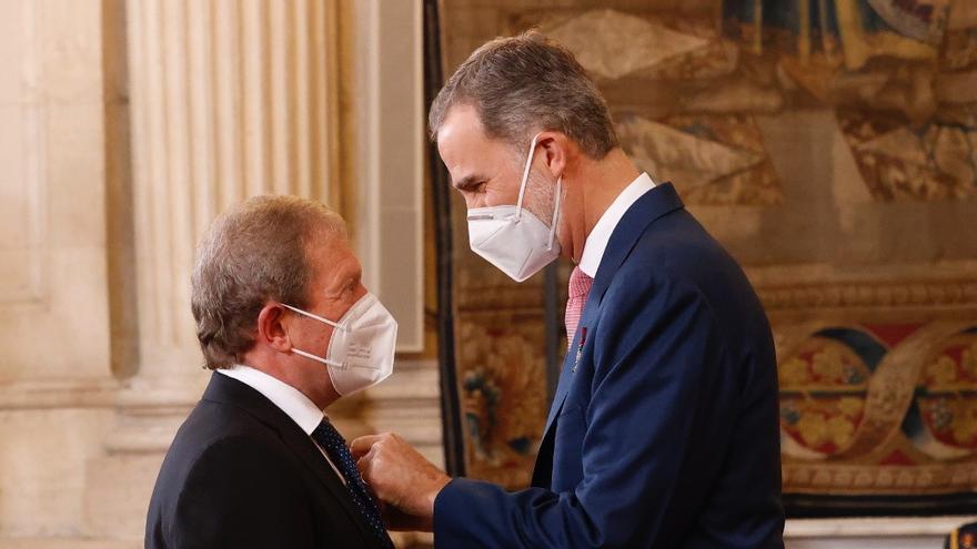 Los Reyes condecoran a un asturiano por su aportación ejemplar durante la pandemia