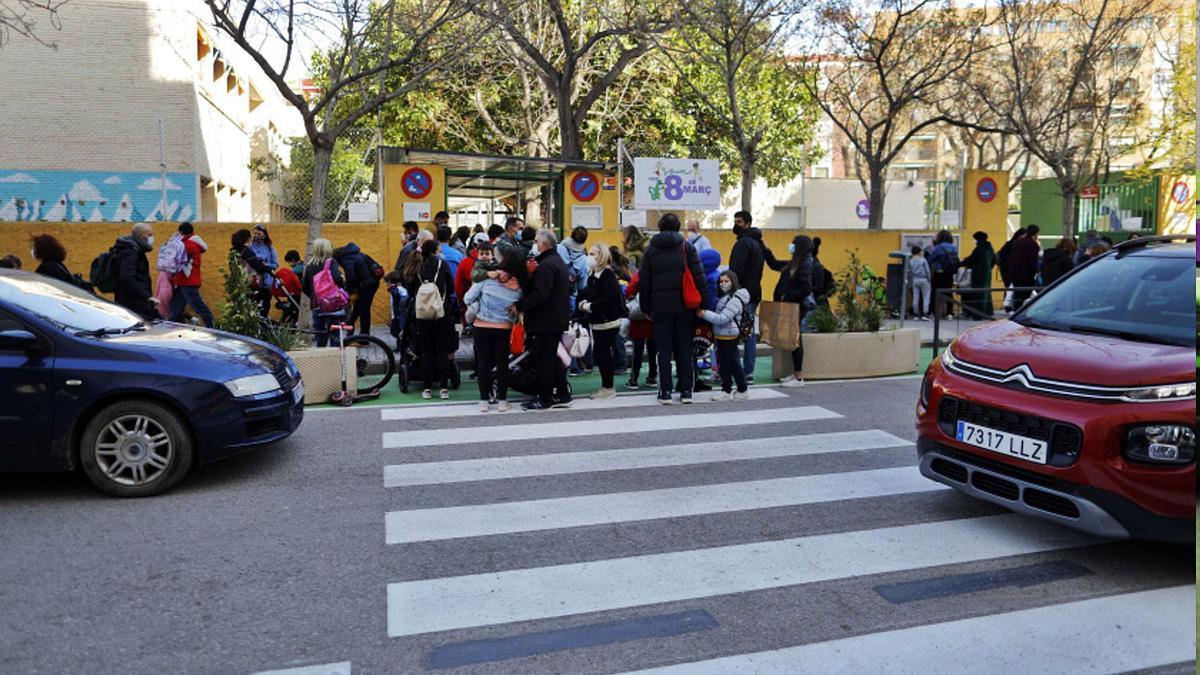 Porta del CEIP 8 de Març de València.
