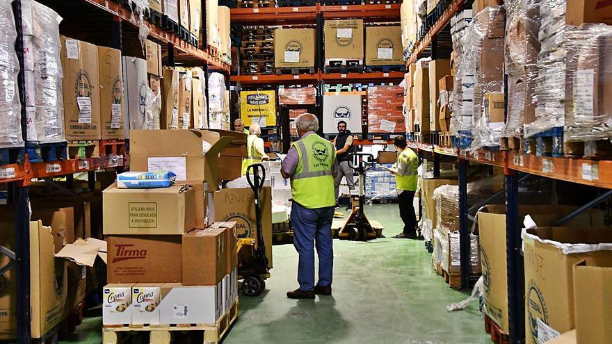 La ciudad busca una vía para pagar el transporte del reparto de alimentos