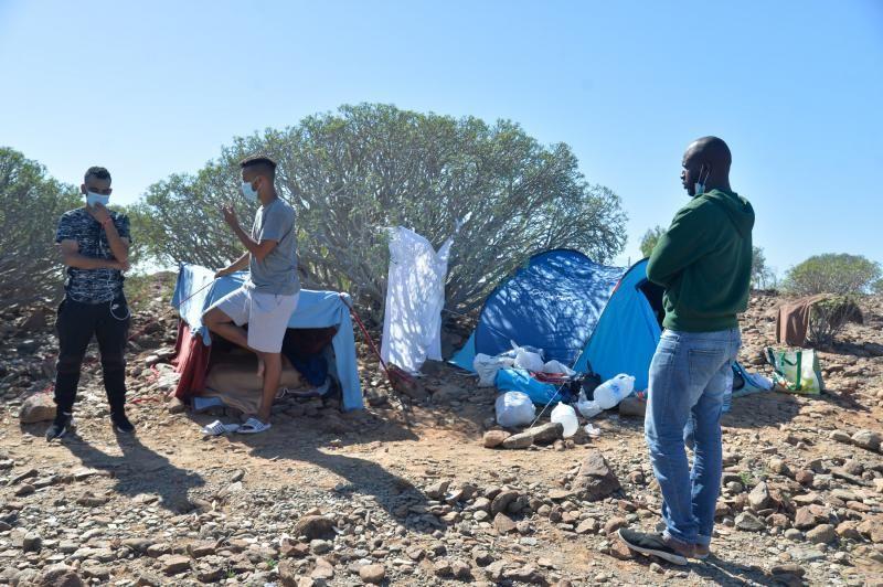 Migrantes por los barrancos del Sur