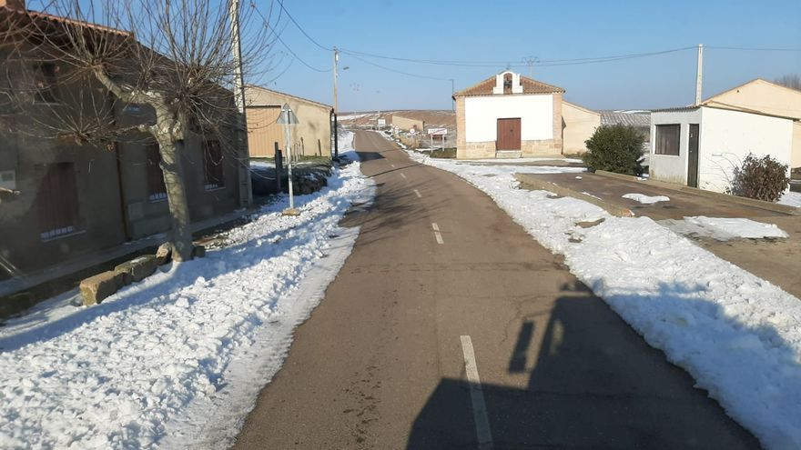 Limpieza de la carretera de Castrillo de la Guareña a Fuentelapeña