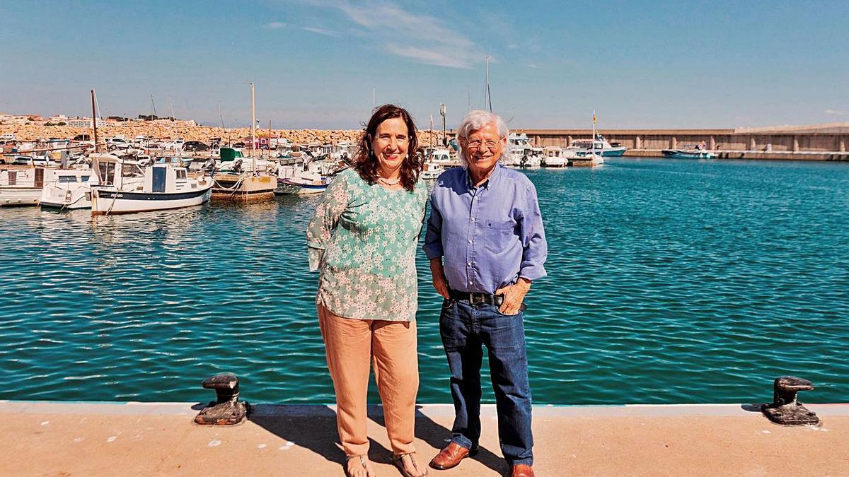 Lurdes Boix i Lluís Roura, al port de l'Escala.   GEMMA PARÉS