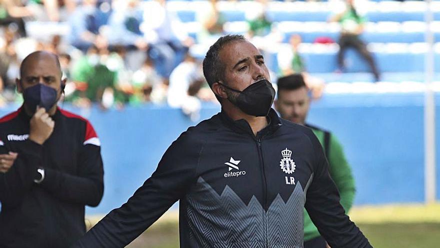 El Avilés llega a un acuerdo con Luis Rueda para rescindir el contrato del técnico
