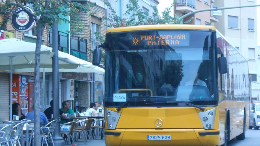 Más de 800 personas se suben al Bus de Paterna a la playa