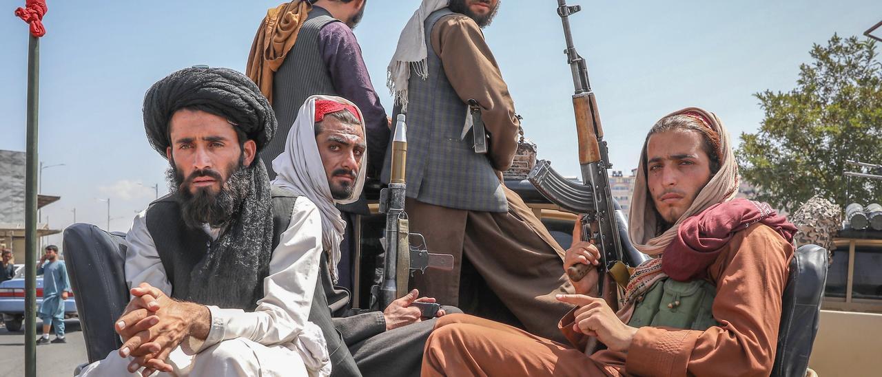 Talibanes patrullan las calles de Kabul la semana pasada.