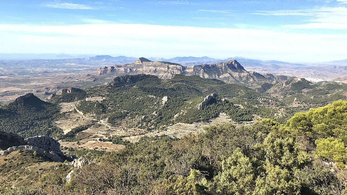 Panoramic of the Protected Landscape of the Sierra del Cid and Maigmó, which includes the terms of Petrer, Castalla, Tibi, Agost and Sax.  |  ÁXEL ÁLVAREZ