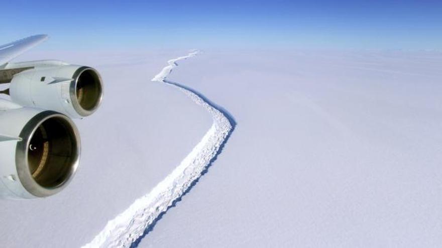 El mayor iceberg de la historia se desprende de la Antártida