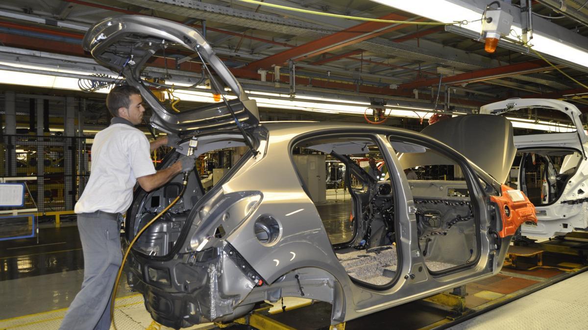 Trabajador de una fábrica de GM en Zaragoza.