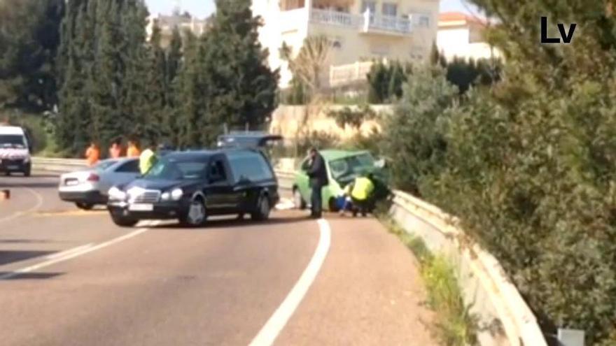 Un muerto y dos heridos en un accidente en la carretera de Torrent a Montserrat