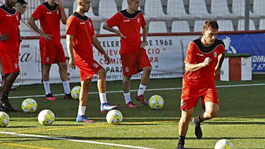 """El Acero espera """"un partido serio"""" y lograr su primera victoria en el Fornás"""
