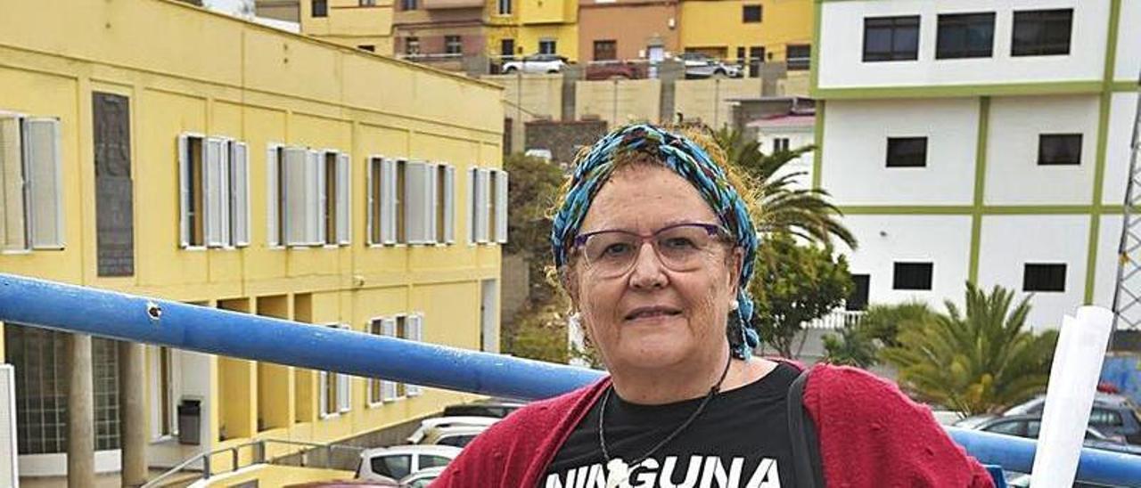 Isabel  Santana Santana, ayer, en el IES José Frugoni Pérez, La Rocha. | |