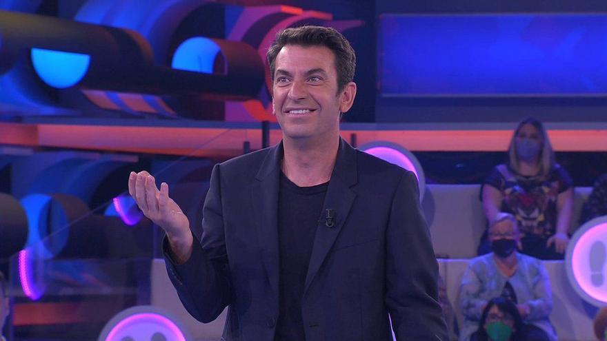 Arturo Valls, atónito en 'Ahora Caigo' por la visita de su mujer y su hijo