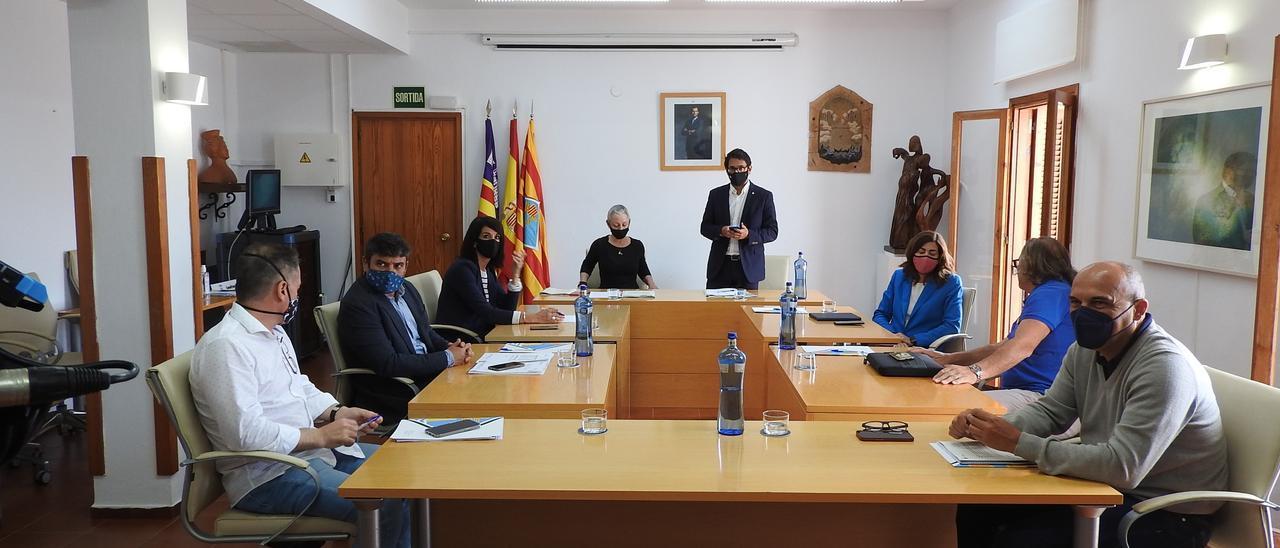 Un momento de la la rueda de prensa de Iago Negueruela en Formentera