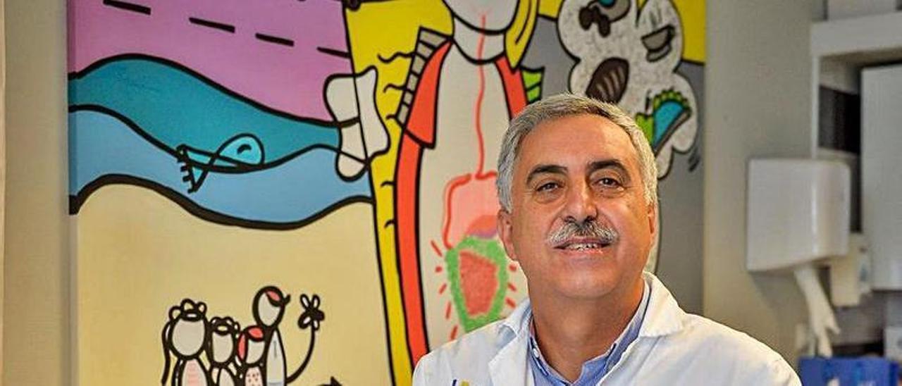 Luis Peña Quintana, en su despacho del hospital Materno.