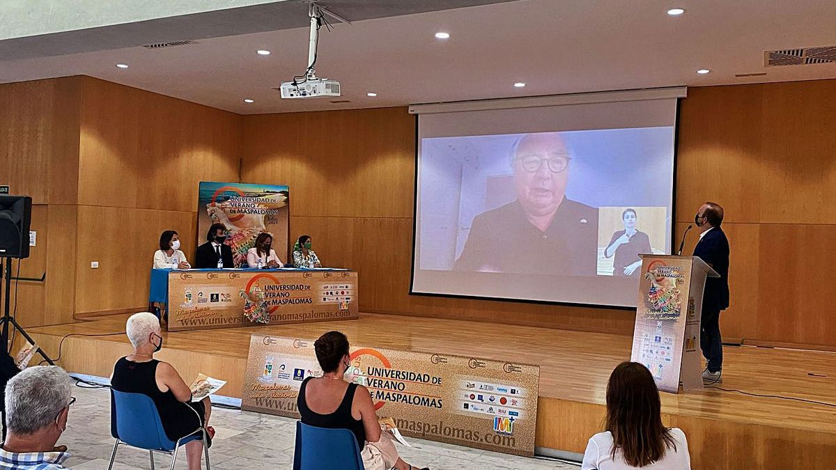 The Minister of Universities, Manuel Castells, presided over the opening ceremony of the Maspalomas Summer University.  |  |  LP / DLP