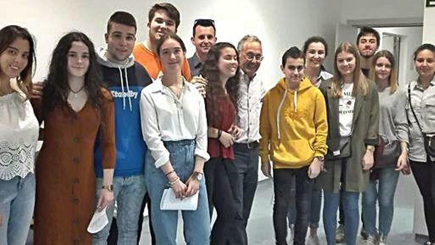 Alumnos de Betanzos visitan a Ángel Carracedo