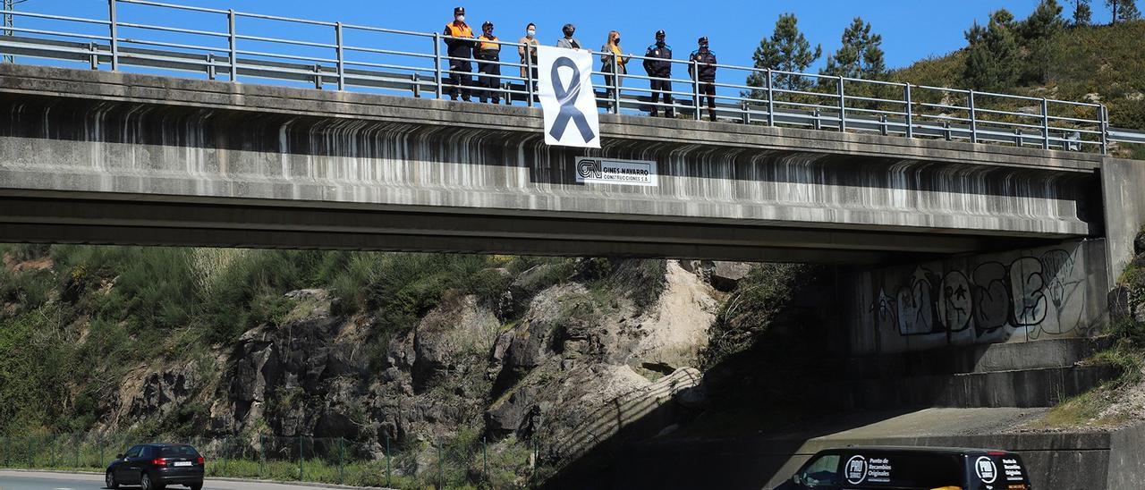 Acto en recuerdo de las tres víctimas del accidente de Salceda.// Europa Press