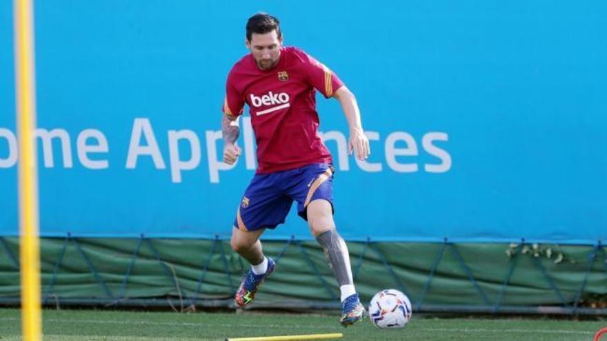 Messi se entrena a las órdenes de Koeman