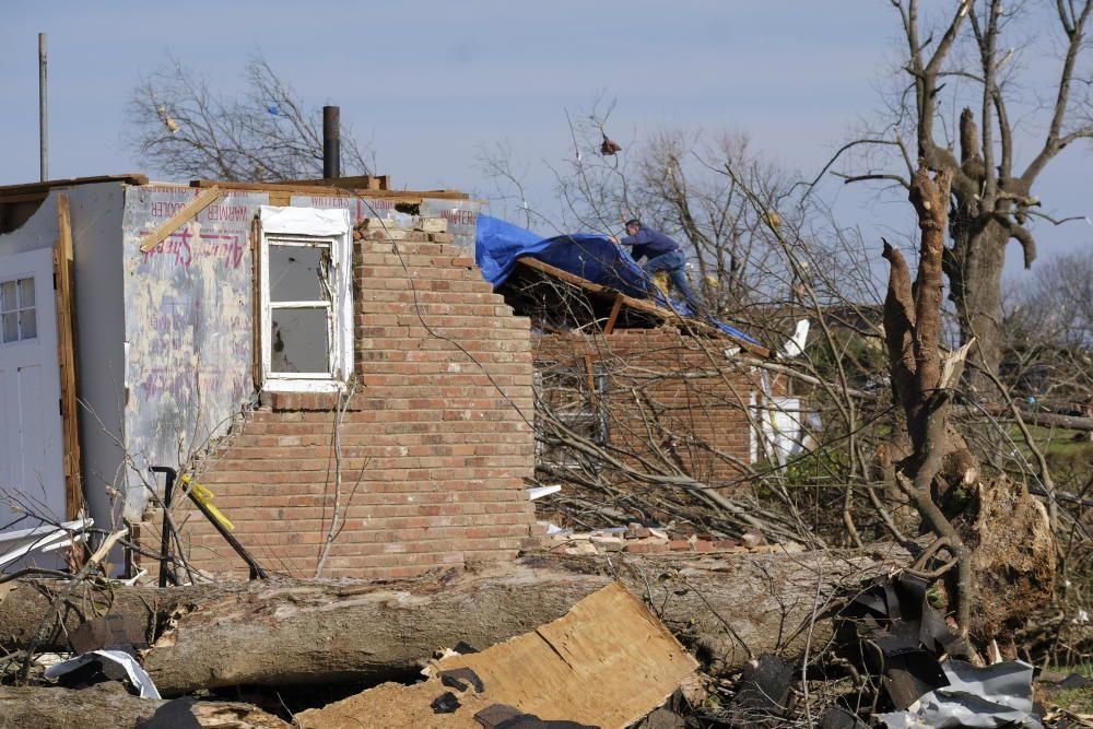 """El azote de """"devastadores"""" tornados deja al menos 25 muertos en EE.UU."""