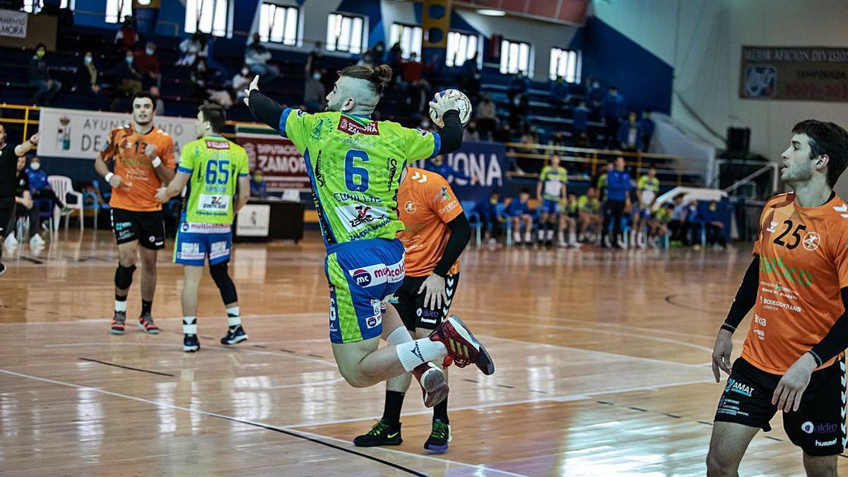 Cubillas, durante un partido en el Ángel Nieto. | N. R.