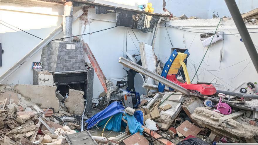 Derrumbe en una vivienda de Elda por el sobrepeso de una piscina instalada en el tejado