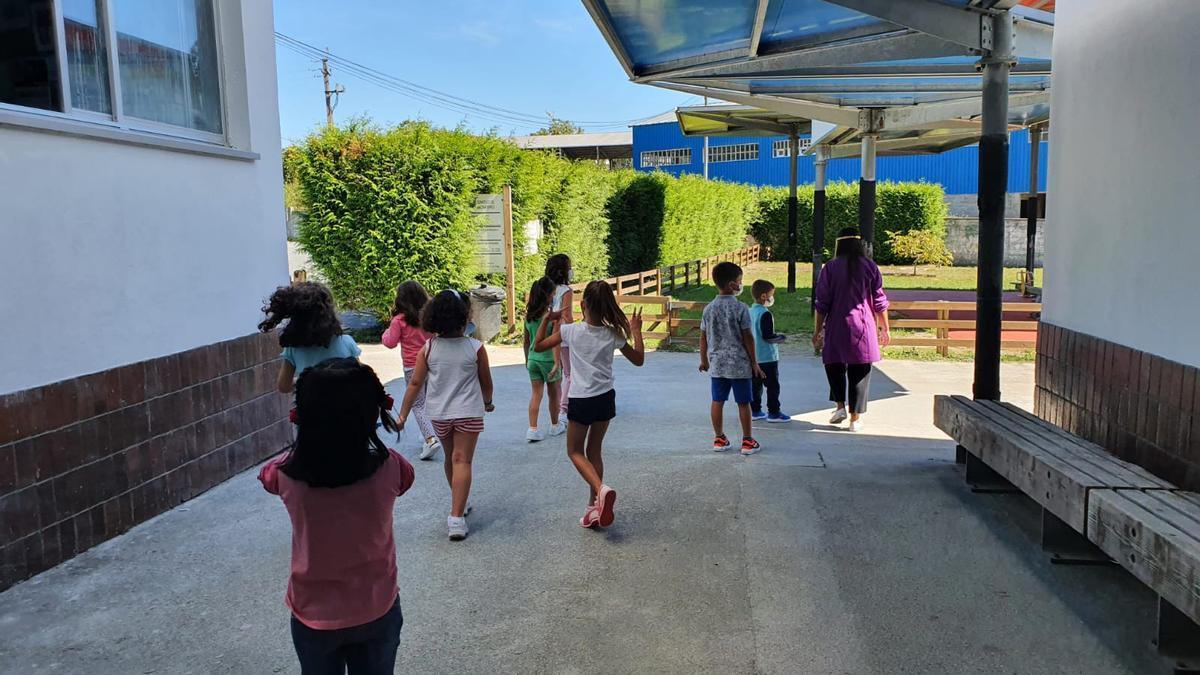 Niños en un colegio.