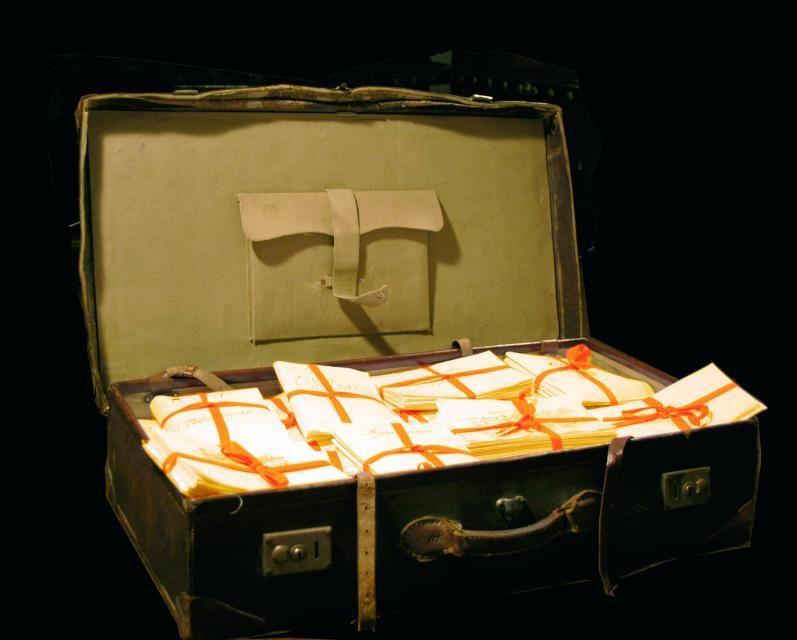 A maleta de Pondal.    // CARLOS PARDELLAS E LA OPINIÓN