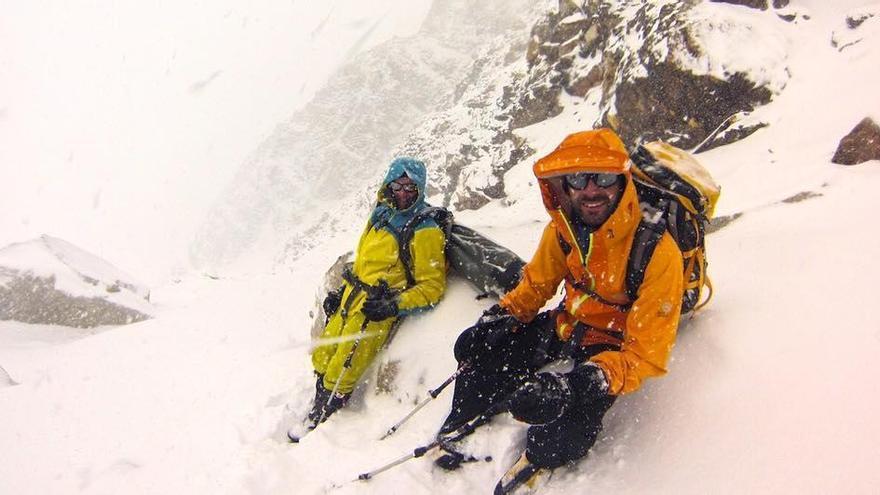 Los hermanos Pou recuerdan al escalador Miquel Riera desde el Himalaya