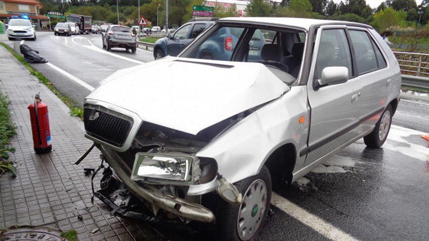 Dos heridos en un choque frontal en Cambre