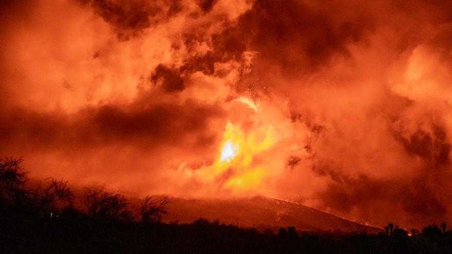 Evacuen tres nuclis més de població propers al volcà de La Palma